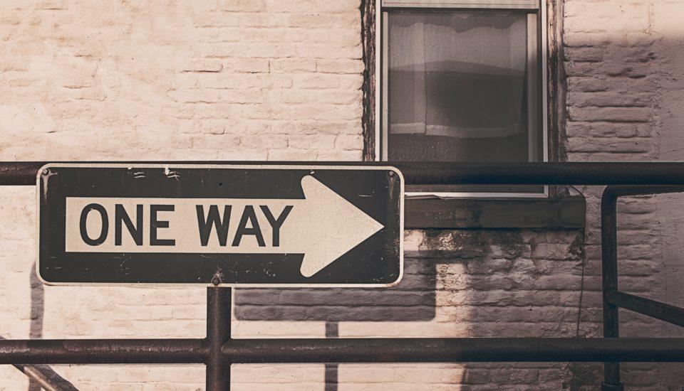Panneau d'indication one way dans une rue